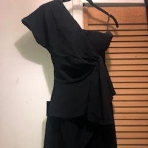 BLACK ONE SHOULDER DRAPED KNEE LENGTH DRESS